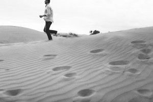 9 Photographer Couples Photoshoot - Engagement photoshoot - Sand Dunes (1)